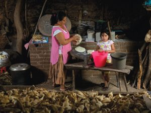 A woman and her daughter make tortillas in Oaxaca, Mexico. Photo: CIMMYT.